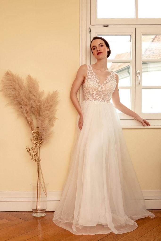 Hochzeitskleid Brautkleid Florence florale Spitze Blütenkorsage